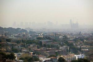 Comienzan las restricciones a los vehículos más contaminantes en Barcelona en los episodios de contaminación atmosférica.